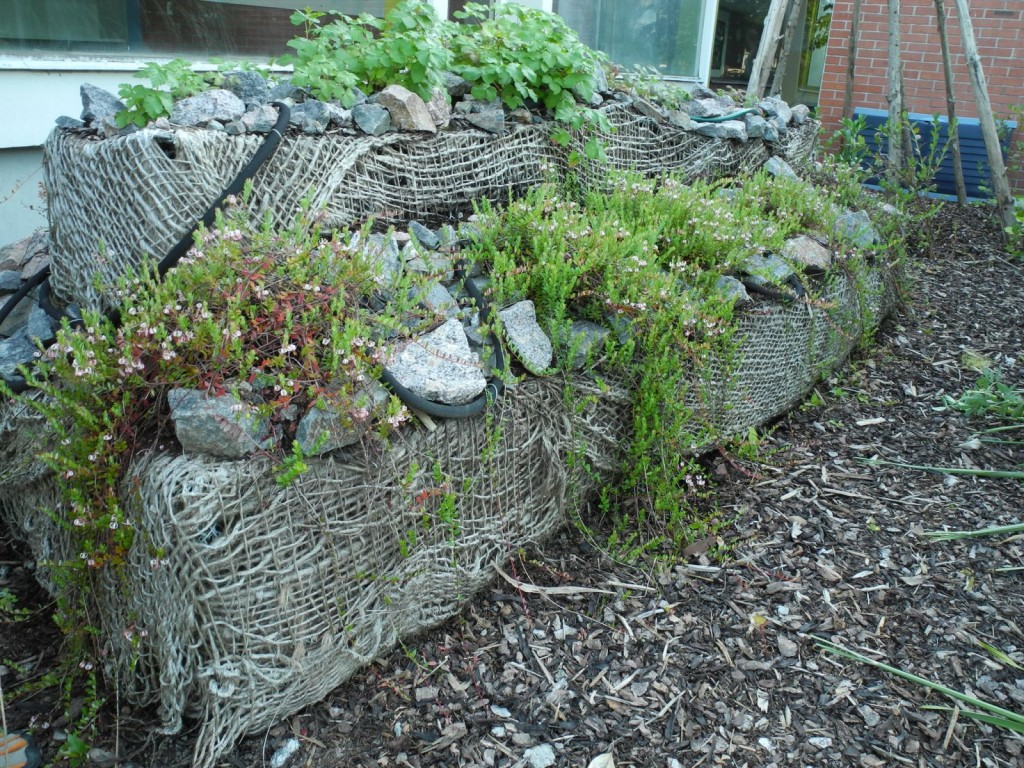 steinmauer bepflanzen swalif. Black Bedroom Furniture Sets. Home Design Ideas