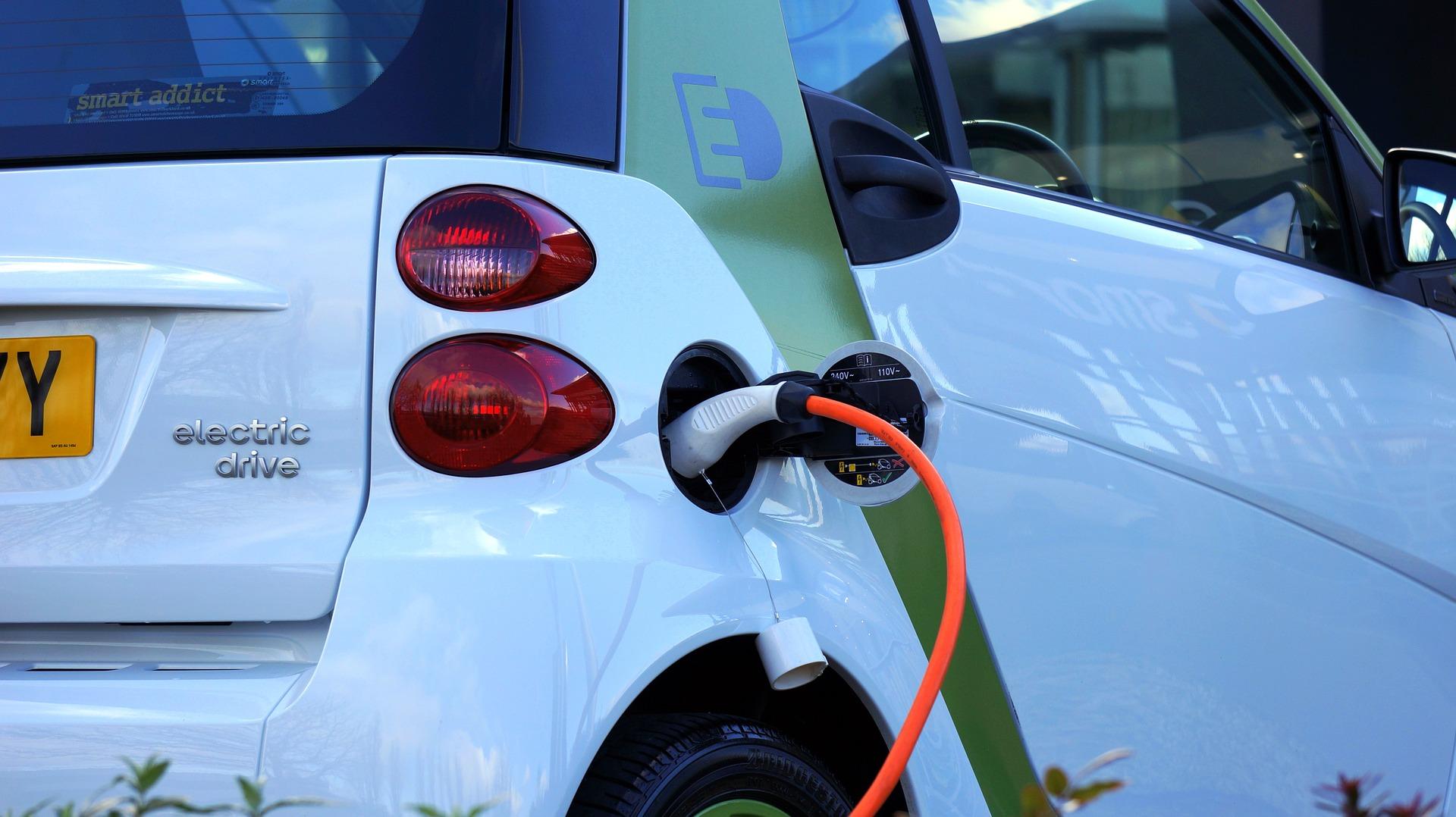Artikel: Herausforderungen für das Wachstum des Elektrofahrzeugmarktes. Stefan Schwarzer. UNEP